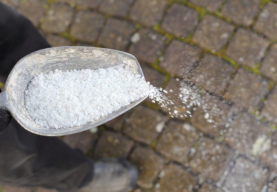 Bilde av salting på vei - Hvordan bruke salt i vinterhalvåret